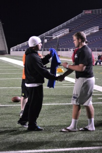 Carlos Martinez handing out the Punt Champ Award during the night session.